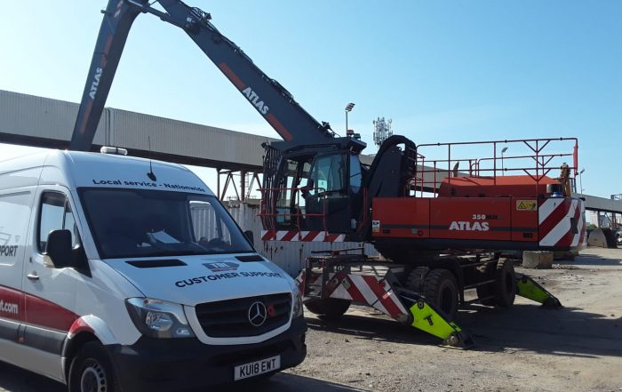 TDL Equipment service van servicing an Atlas material handler on site