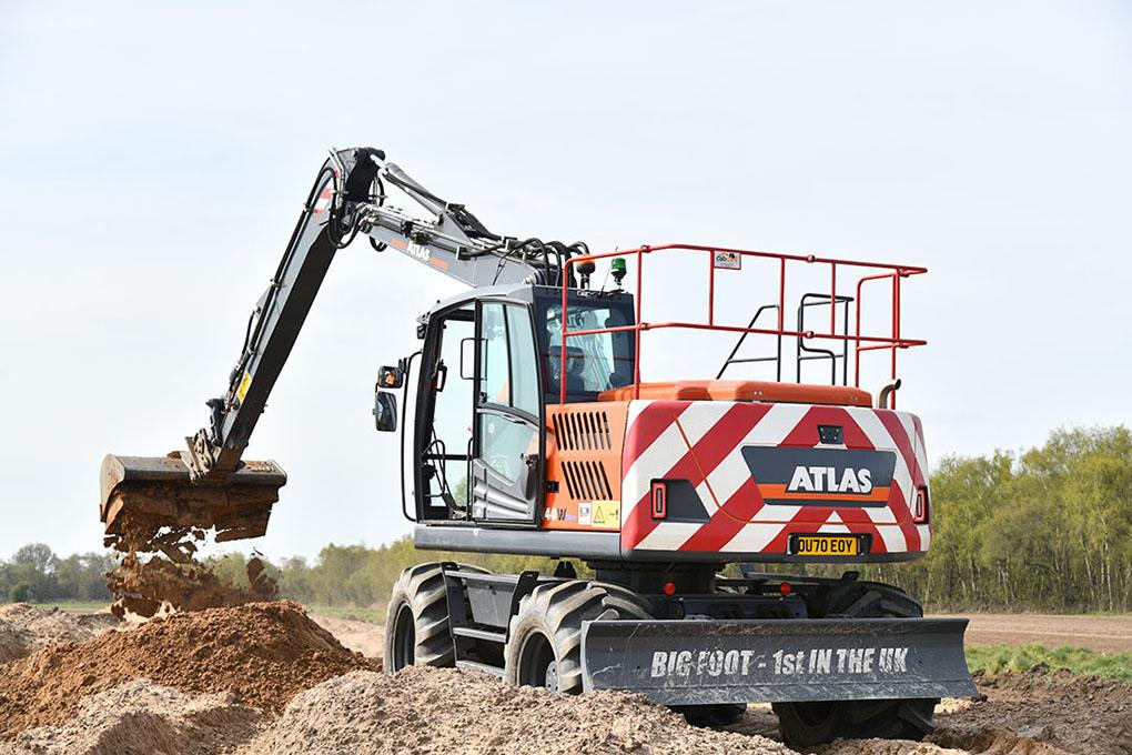 Atlas BIGFOOT wheeled excavator moving muck